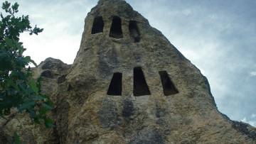 скални ниши - село Ангел Войвода